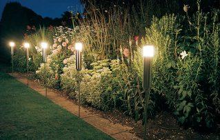 3 Pasos para Saber como Instalar Enchufes y Lámparas de Exteriores Modernas